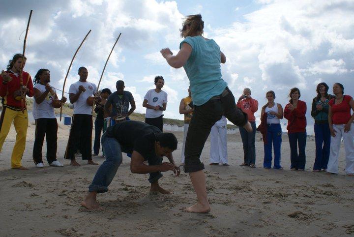 Planeta Capoeira Workshop volwassenen aan het strand 2
